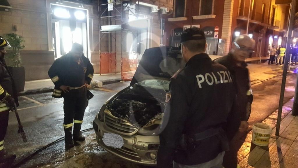 Cronaca. Messina, auto in fiamme in via XXVII Luglio