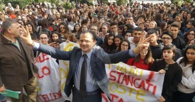 Attualità. Messina, accorpamento La Farina-Basile e Maurolico: la protesta degli studenti