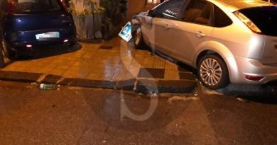 Cronaca. Milazzo, violento incidente in via Bertè: auto sfonda la vetrina del Poliambulatorio Orice