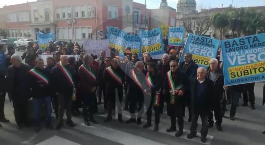 Cronaca. Centinaia di lavoratori Asu in corteo di protesta a Barcellona Pozzo di Gotto