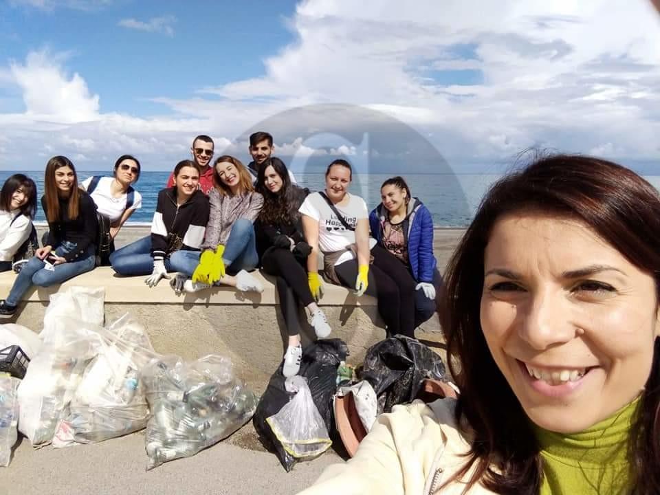 Attualità. Terme Vigliatore, volontari ripuliscono la spiaggia dalla plastica e rifiuti