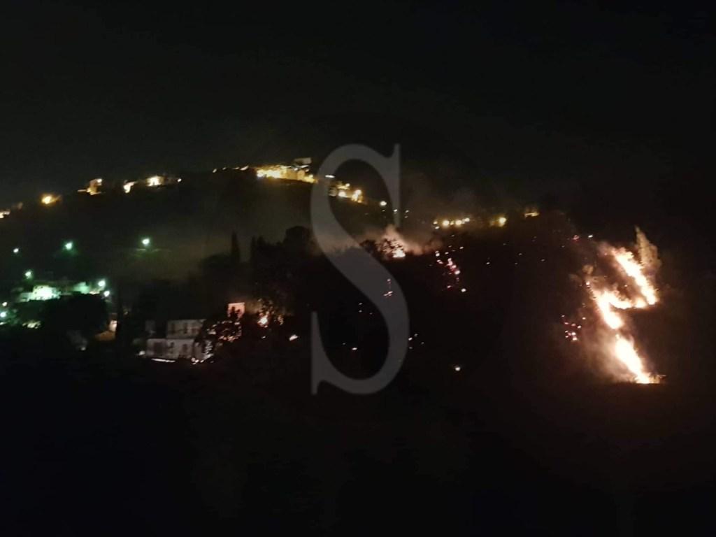 Vasto incendio a Castroreale: fiamme sotto controllo ma tanta paura tra i residenti