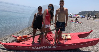 Messina, tre bagnini salvano dalle meduse una bagnante