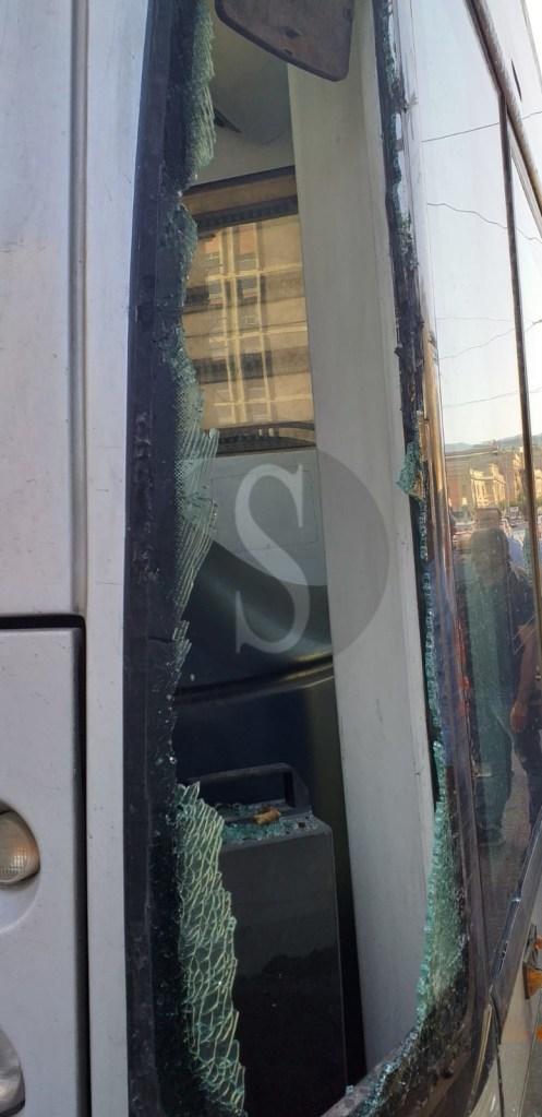 Incidente a Messina: pullman invade la corsia del tram, autista ATM ferito all'occhio