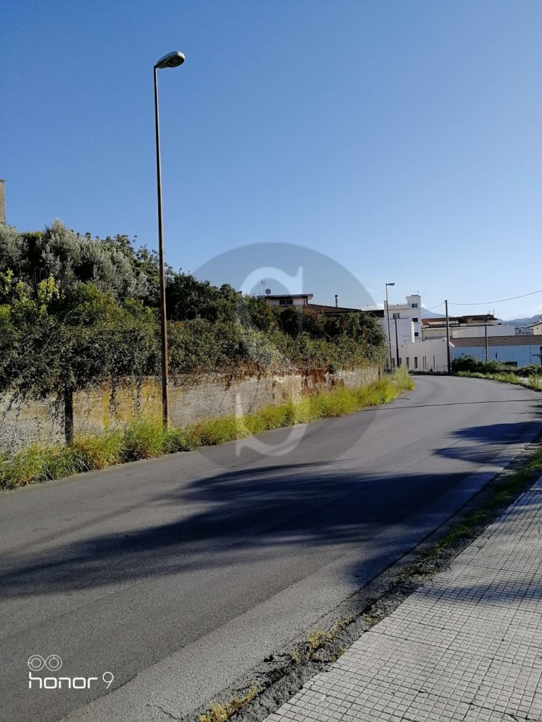 Barcellona PG, strade al buio e pali pericolanti in via Saia D'Agri e via Eolie