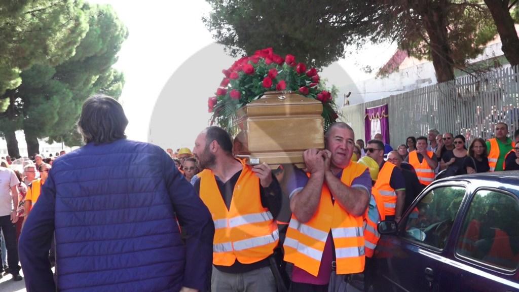 Messina, stamane i funerali dell'operaio morto in un cantiere lavoro. Tre indagati per omicidio colposo