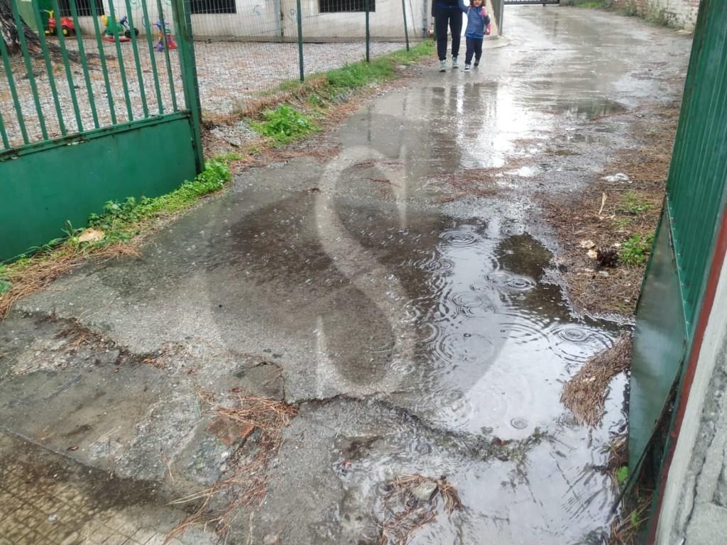 Barcellona PG, quando piove entrare alla scuola Cannistrà è un'odissea