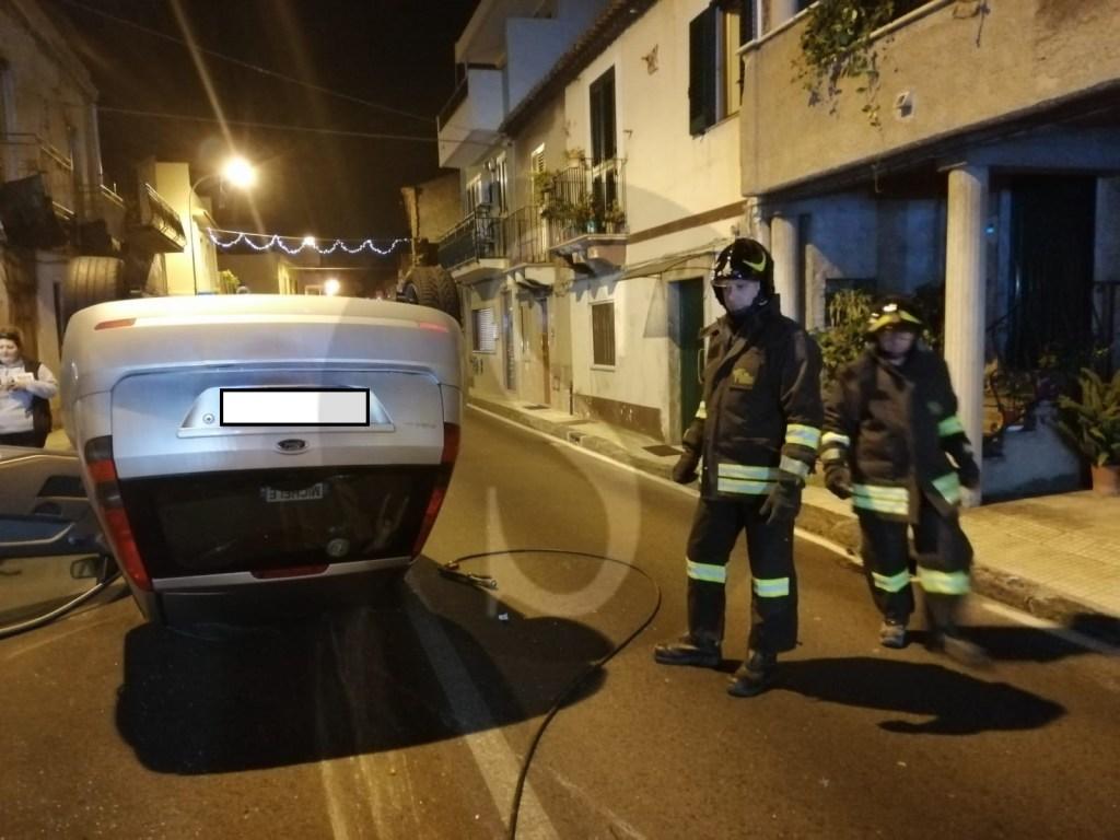 Incidente a Rometta, auto si ribalta: 2 feriti