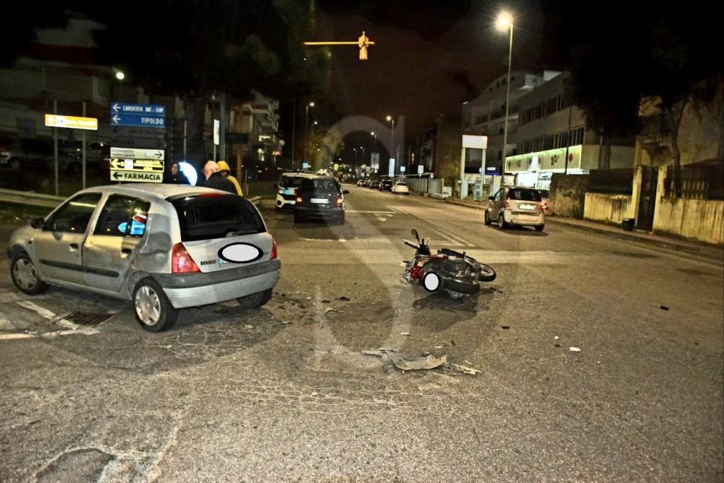 Messina, incidente tra auto e moto sulla SS114: 2 feriti