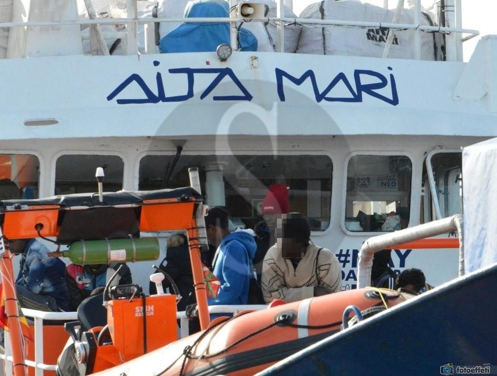 Messina, nuovo sbarco di migranti in città: la Aita Mari ne ha portati 158