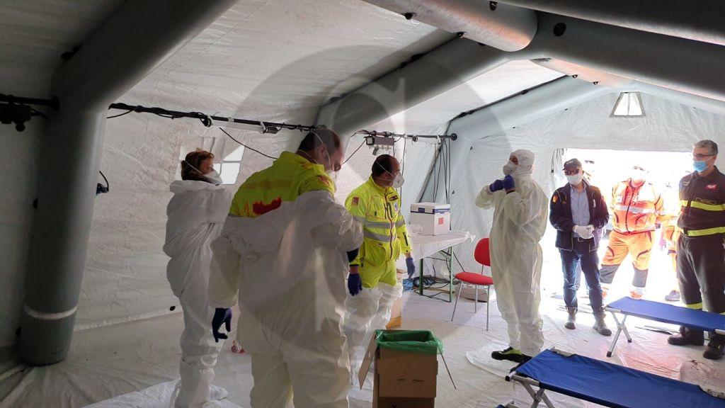 Emergenza coronavirus, esercitazione al Papardo di un super team per il trasporto dei pazienti