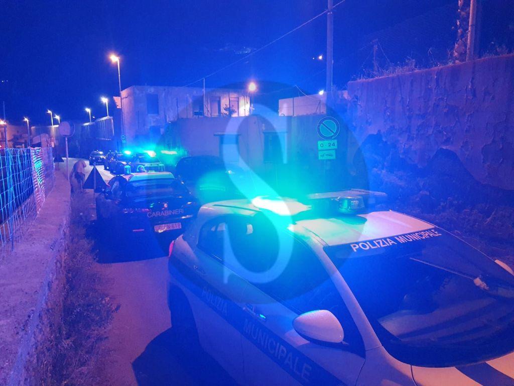 Messina, scontri tra immigrati e forze dell'ordine alla ex caserma Gasparro di Bisconte