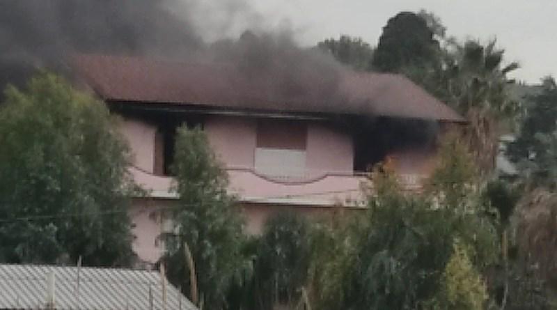 Barcellona PG, fiamme in mansarda. Nessun ferito, danni rilevanti