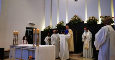 Barcellona PG – Nella chiesa di Portosalvo inaugurati i dipinti sulla vita di San Giovanni Paolo II