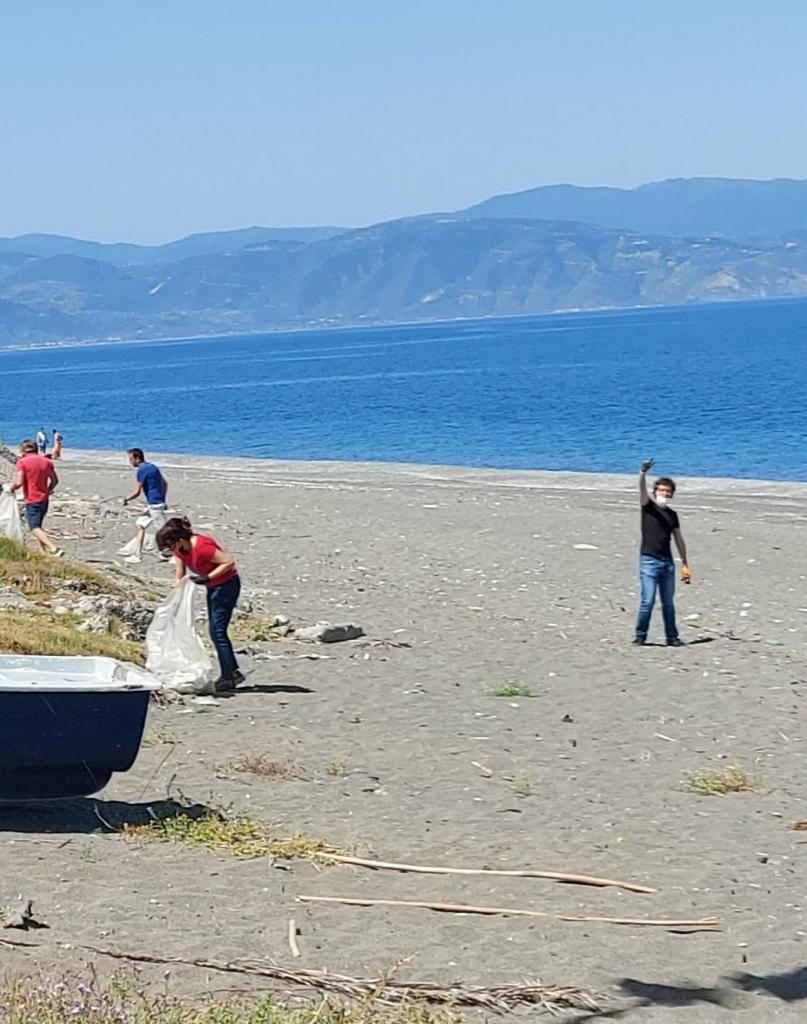 Operazione «Spiagge Pulite», volontari in azione a Barcellona Pozzo di Gotto