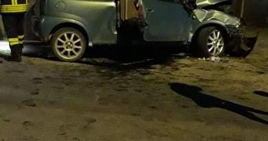 Terme Vigliatore – Al volante senza patente, l'auto si schianta contro un muro: giovane in codice rosso