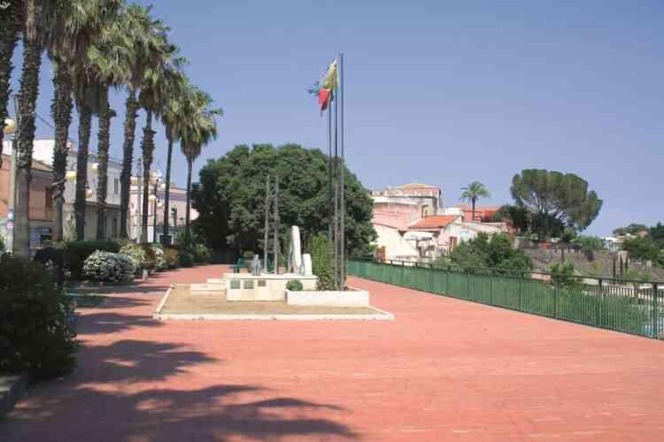 .Piazza dei caduti