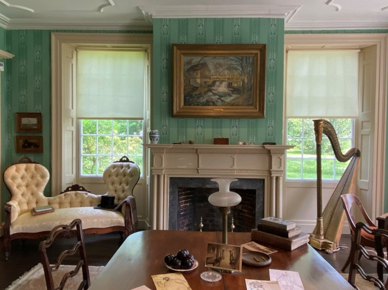 After dinner, artists staying at the boardinghouse could relax in the parlor.