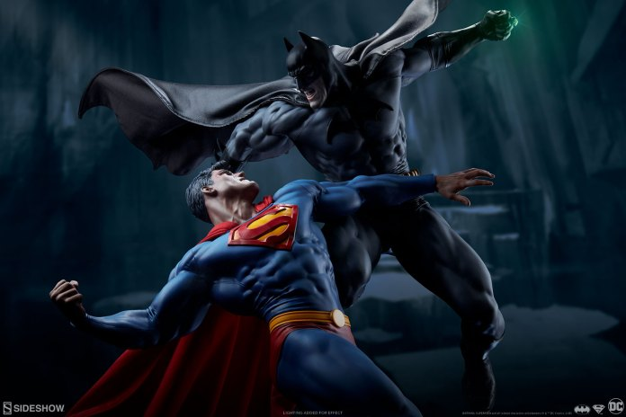 Batman V Superman Diorama - Sideshow Collectibles.