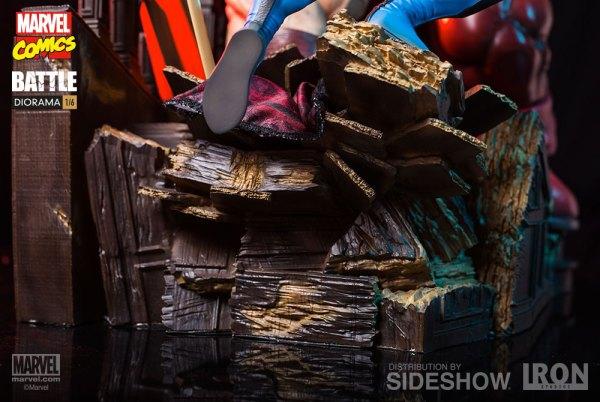 Marvel Wolverine vs Juggernaut Diorama by Iron Studios
