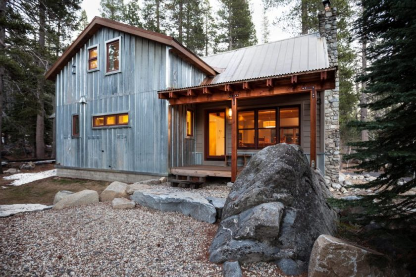metal-siding-on-a-cabin