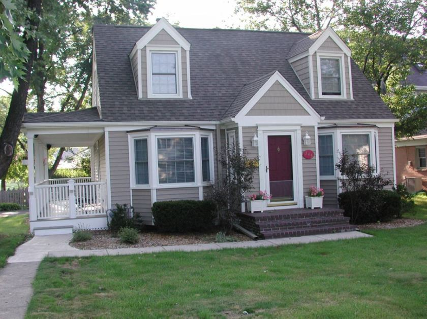 vinyl-siding-on-a-cape-style-home