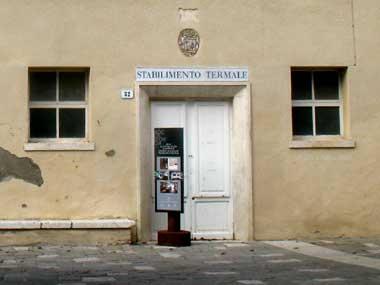 Bagno Vignoni terme libere stabilimenti termali e visita al borgo  Agriturismo La Torretta