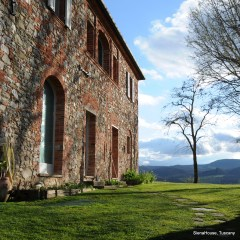 Image of the stone and brick exterior of a Tuscan country house