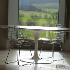 Image of saarinen table with knoll modern classic chairs