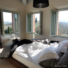 Image of the 'Montepulciano' suite bedroom showing 3 of the 4 windows