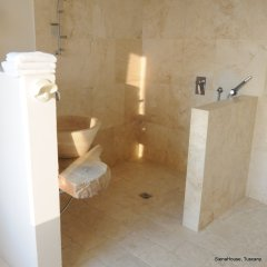 Image of the white marble and stone bathroom in the Cortona room