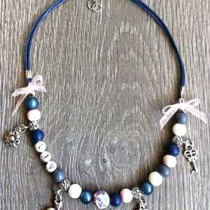 Kettingketting Tessy met naam blauw wit roze
