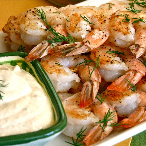 GRILLED PRAWNS WITH LEMON DILL DIP