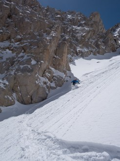 May powder skiing on the Central Couloir du Wahoo
