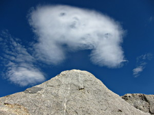 An excited altocumulus cloud leaping over some boulders below Mt. Tom. Photo by Andrew Kirk