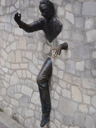 Rue Norvins socha