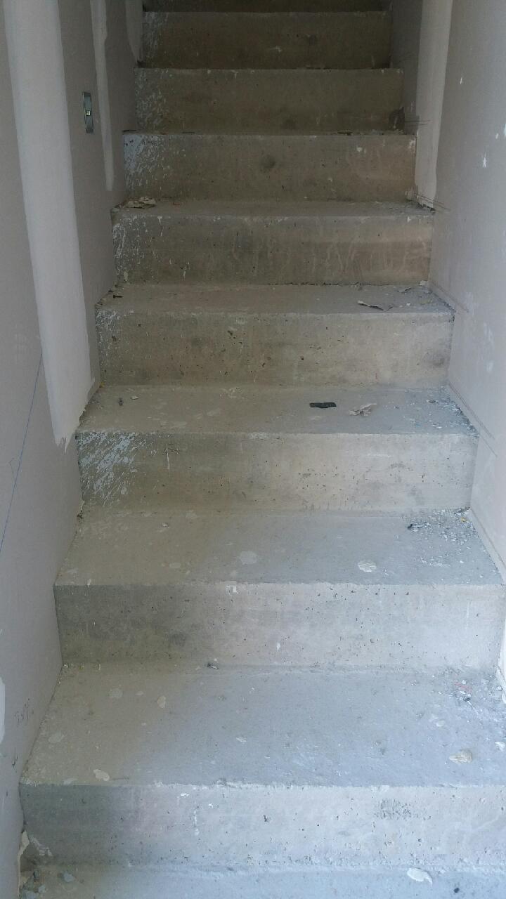 pose de carrelage sur escaliers ma on carreleur fa adier. Black Bedroom Furniture Sets. Home Design Ideas