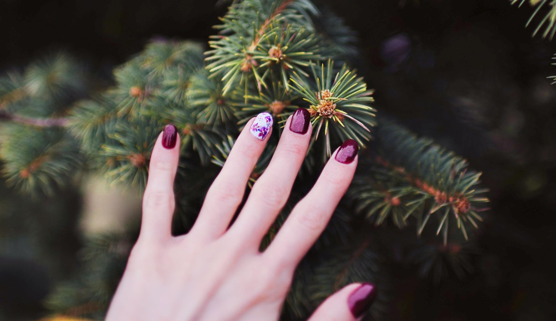 metallic purple manicure