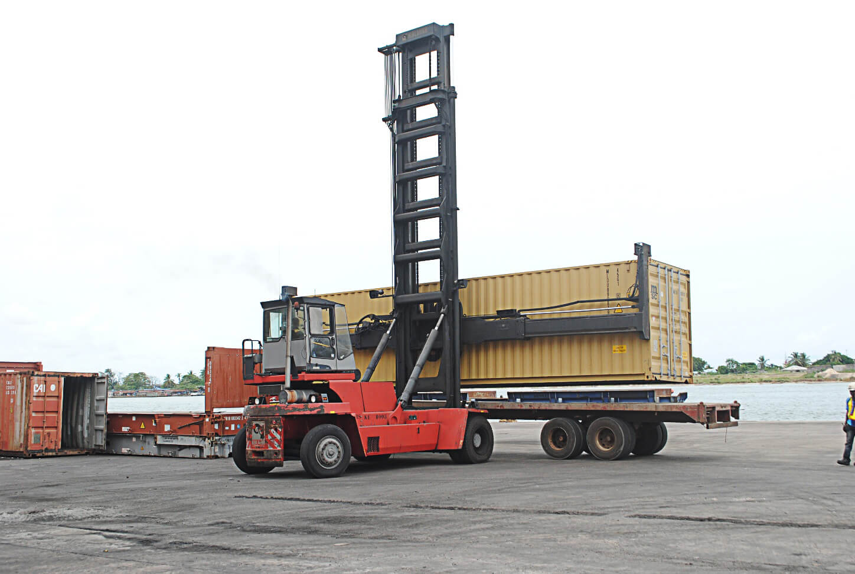 Empty-Handler-2-Ports-Cargo