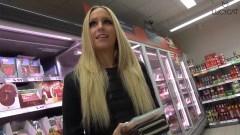 Me follo a mi novio en el supermercado