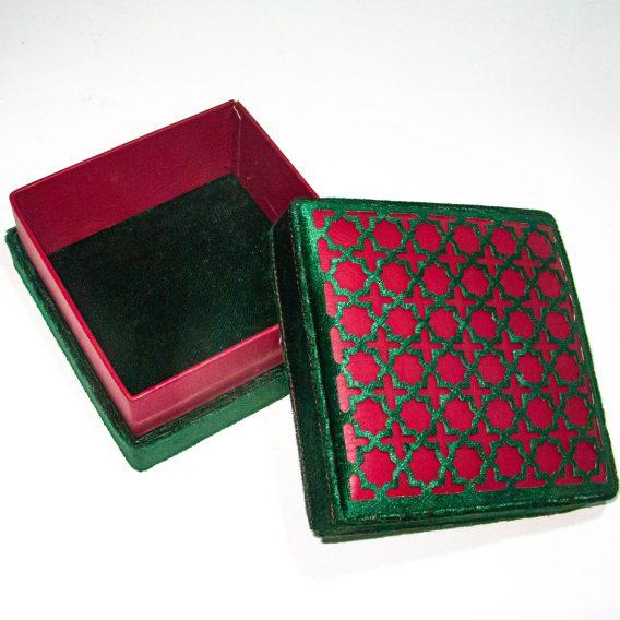 Boite Modelée en Vert/Rouge