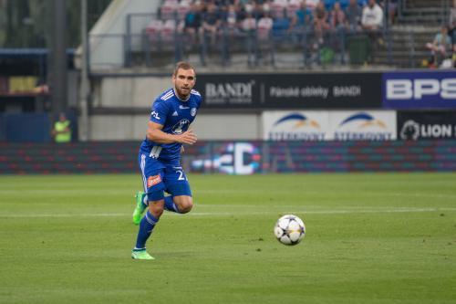 Martin Sladký ve spurtu s míčem