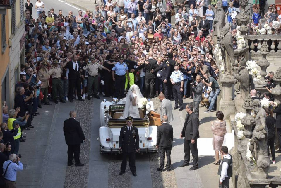 Hundreds of people line the streets as Georgette Tra Lou arrives in Stezzano