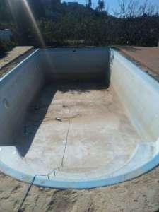 piscina de poliester con gresite