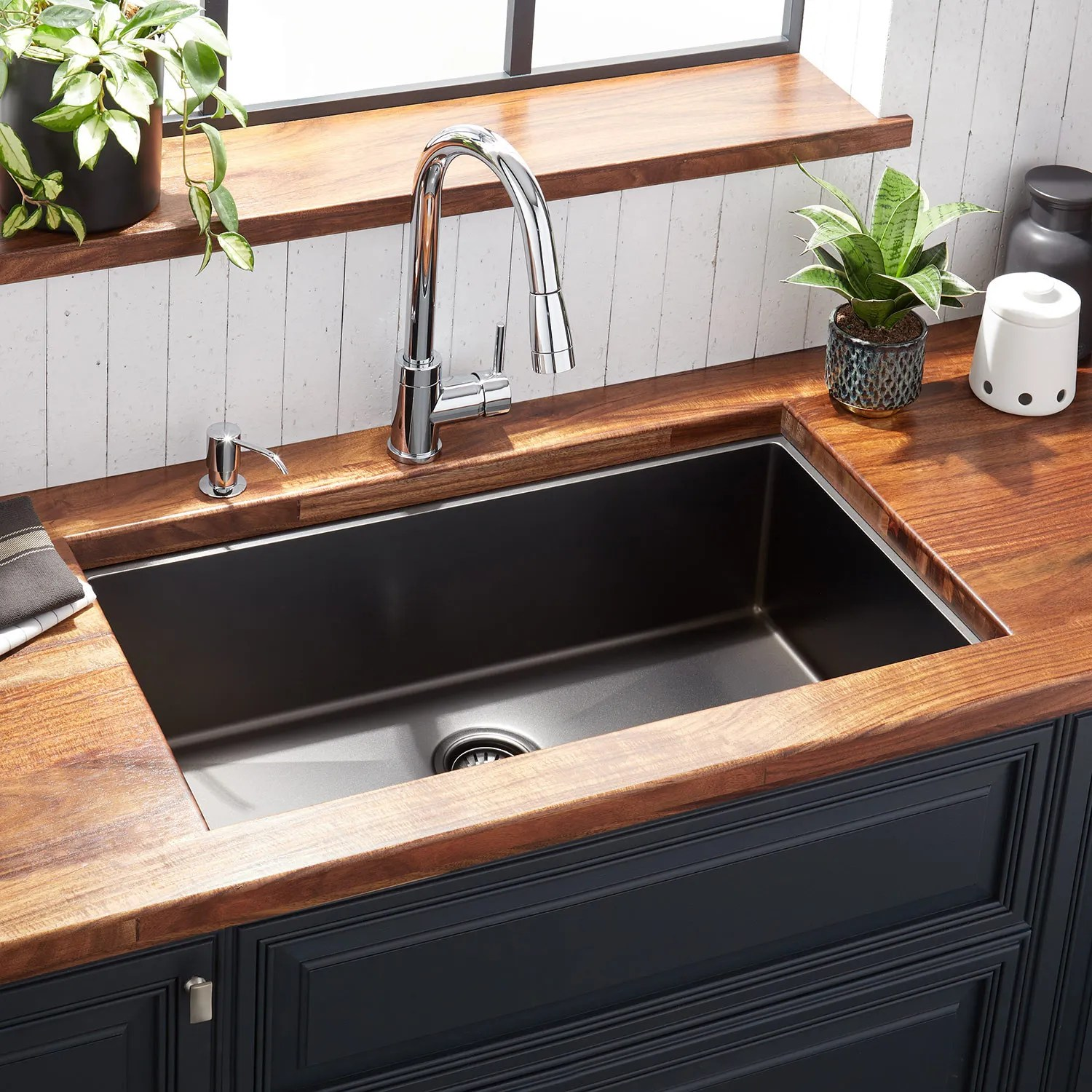 black kitchen sinks and faucets