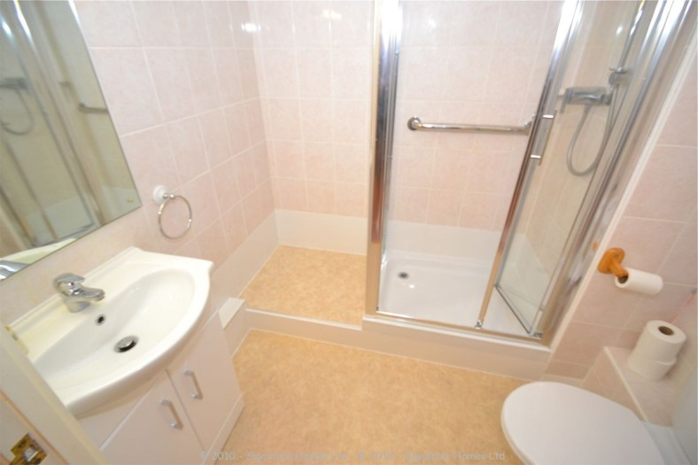 Retirement Flat Emerald Court Coulsdon - Shower makeover 2