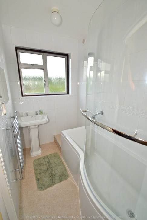 Simple Bathroom Makeover - St Andrews Road 2