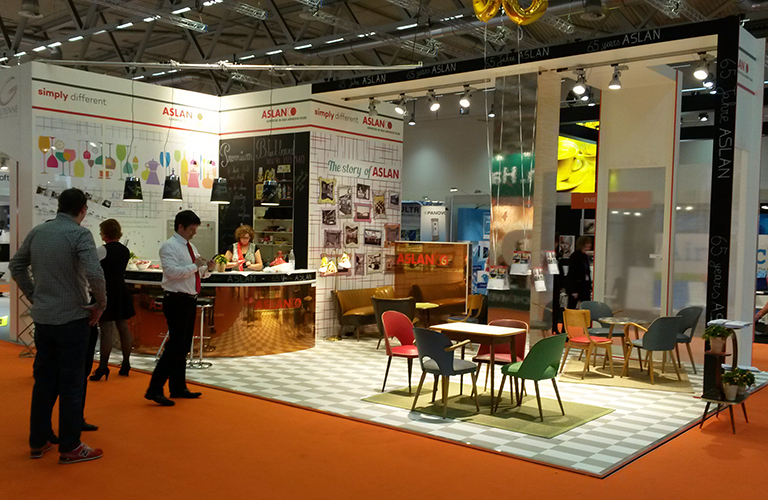 Aslan-Stand-FESPA-2015-cropped