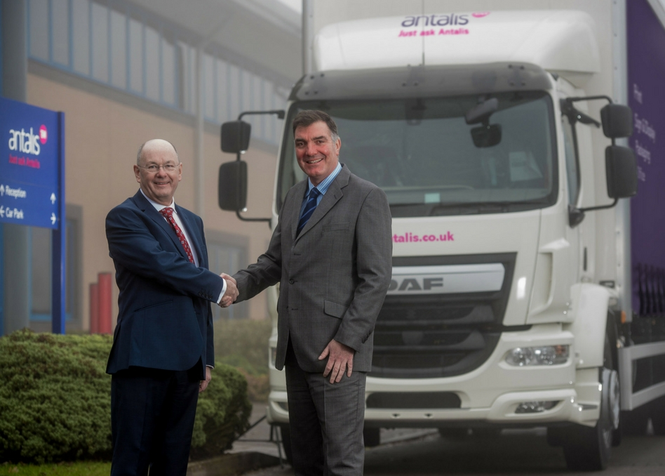 David Hunter, Regional Managing Director, UK, Ireland and Southern Africa (left), with Ed Cowell, CEO of Fraikin.