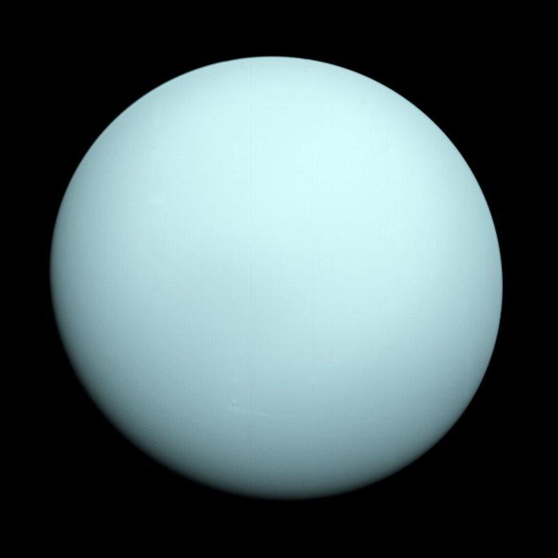 El planeta Urano destaca por los colores azul y algún toque verdoso